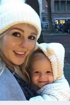 Baby Chantal Janzen plundert koelkast en Fred laat zich kussen