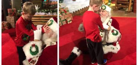 Moeder legt moment vast waarop blind zoontje (6) voor het eerst de kerstman ontmoet