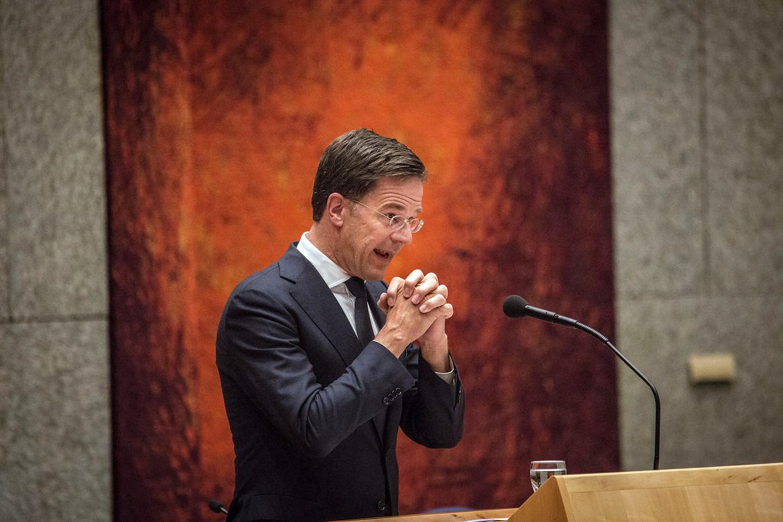 Premier Rutte maakt zijn excuses aan de Groningers tijdens het kamerdebat over de gaswinning in Groningen en de aardbevingen die daardoor worden veroorzaakt.