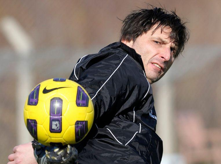 Luc Nilis (47) was technisch directeur bij Heusden Zolder, spitsentrainer en scout bij PSV, T2 bij Kasimpasa en Gençlerbirligi en lid van de technische staf van Sporting Hasselt. Nu is hij terug spitsentrainer bij PSV.