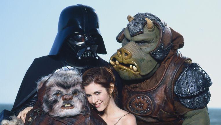 Carrie Fisher met Star Wars-figuren in 1983. Beeld Hollandse Hoogte