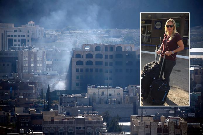 Rook stijgt op uit gebouwen in Sanaa, de hoofdstad van Jemen. Inzetje: Floortje Dessing op een foto vier dagen geleden.