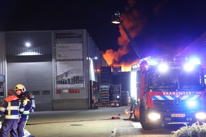 De brand bij C&T Technics in Uden was vrij snel onder controle.