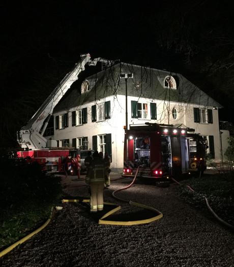 Schoorsteenbrand treft villa in Epse