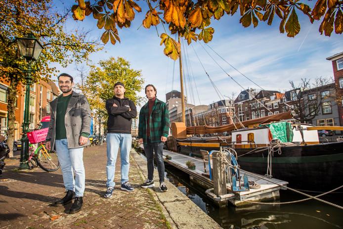 Ondernemers Amin, Amir en Benjamin op de Haagse Bierkade, waar ze begin volgend jaar streetfoodrestaurant Yuzu zullen openen.