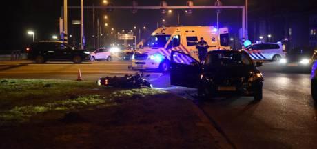 Motorrijder gewond bij botsing met auto in Almelo