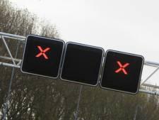 Levensgevaarlijke situatie op A12: automobilisten negeren afzetting en rijden weginspecteur rakelings voorbij