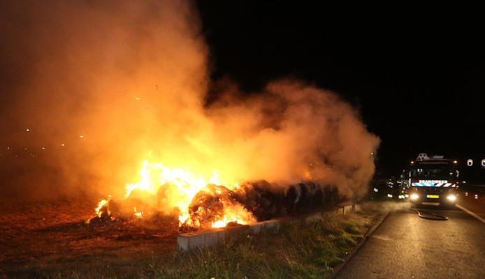 Hooibalen in brand bij Den Bosch.