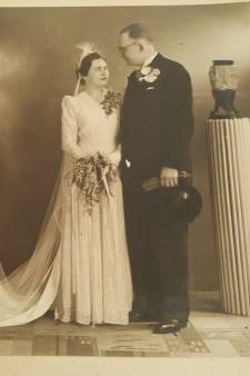 De ene oude trouwfoto onthult de andere. 'Maar... wie zijn dit in vredesnaam?'