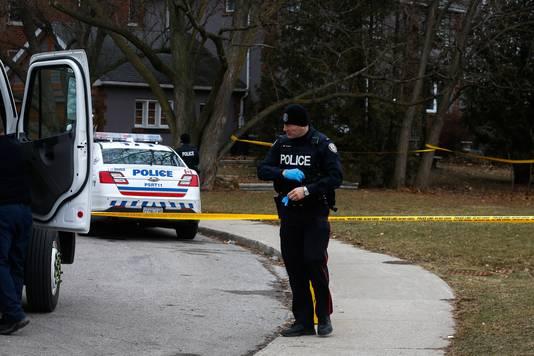 Agenten zijn in Toronto op zoek naar nog meer mogelijke slachtoffers van tuinman Bruce McArthur. Ze kammen tuinen en grote plantenbakken uit.