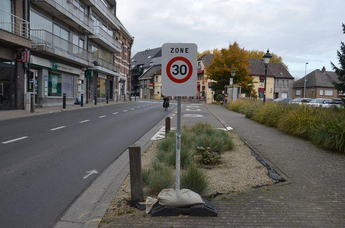 De zone 30 in de dorpskern in Denderhoutem