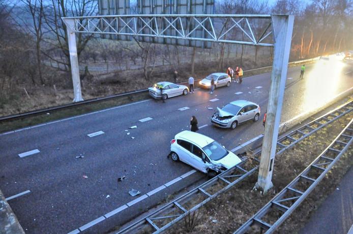 Vijf auto's raakte betrokken bij een ongeval bij knooppunt Zoomland.