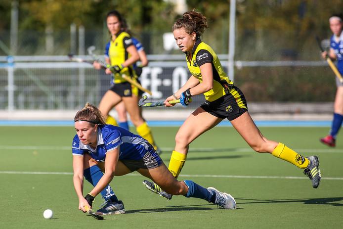 De hockeysters van Beuningen vorig seizoen in actie tegen Deventer.