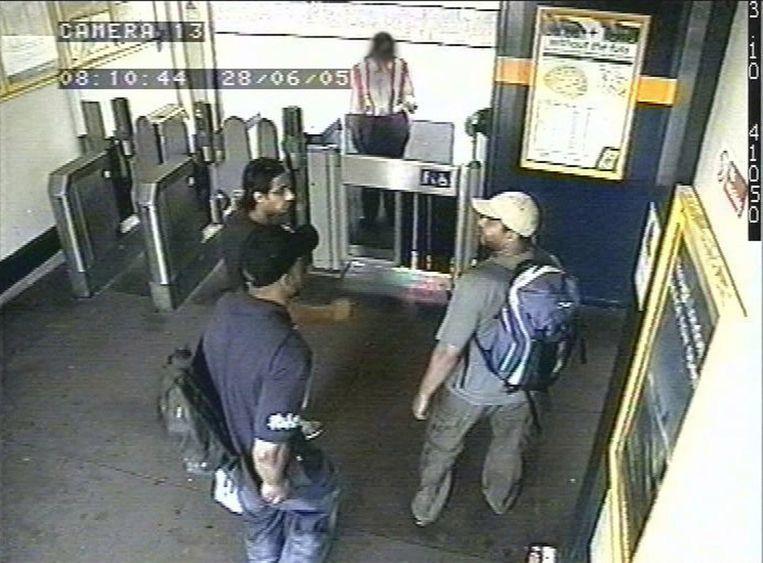 Zelfmoordterroristen in de Londense metro in 2005. Beeld AFP