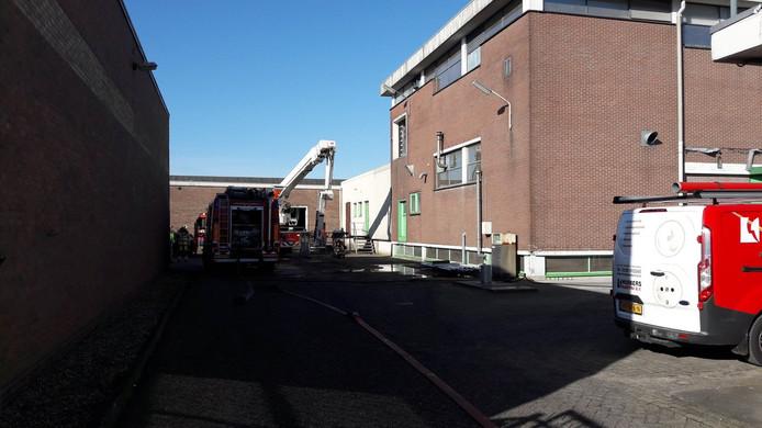 De brandweer bij het pand aan de Laan der Techniek in Veenendaal.