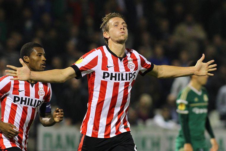 PSV-spits Luuk de Jong viert een goal in de Europa League tegen Panathinaikos. Beeld epa