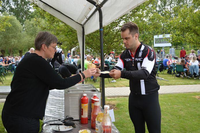 Zo'n 1.700 fietsers en wandelaars namen deel aan de elfde editie van de Ronde van Schoonderhage voor mensen met een beperking.