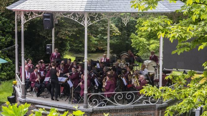 """Harmonie brengt uniek coronaproof jubileumconcert in stadsschouwburg, met steun van geluidsfirma: """"Heel veel obstakels overwonnen"""""""