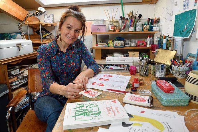 Mai Flesseman in haar atelier op zolder.