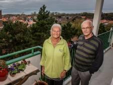 John en Ria genieten elke dag: 'Ik wandel achter mijn karretje nog zo naar Kijkduin'