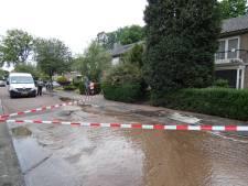 Opnieuw leidingbreuk in Veenendaal,  straat onder water