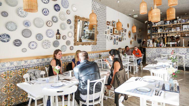Een aandenken aan de mooie avonden in Portugees restaurant Girassol? Dit weekend is je kans. Beeld Eva Plevier