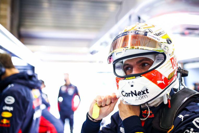 Max Verstappen maakt zich klaar voor de vrije training op het circuit van Spa-Francorchamps. Beeld Getty Images,