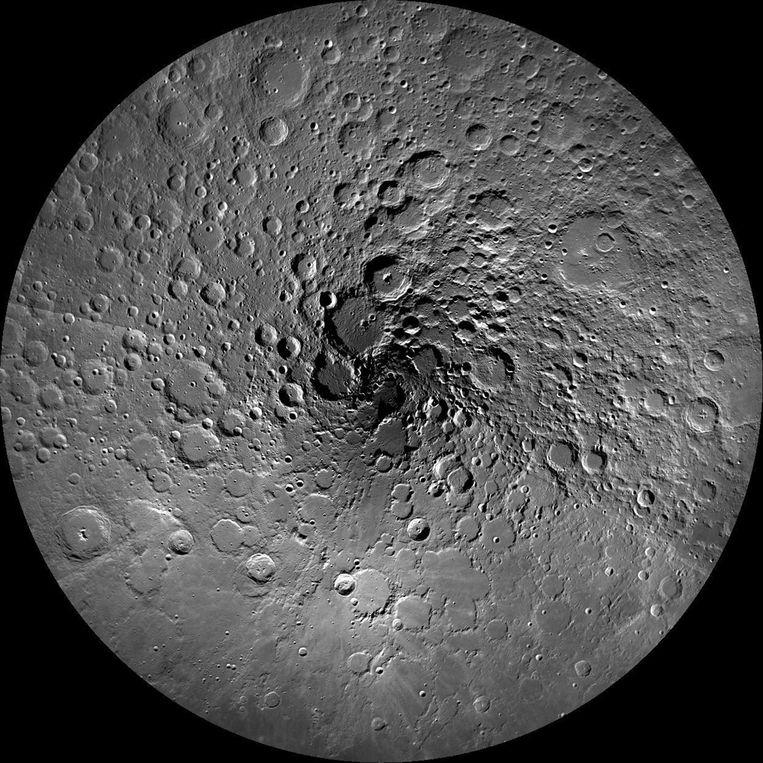 Op deze ongedateerde foto, vrijgegeven door NASA in 2011, een foto van de Noordpool regio van de maan gemaakt door de Lunar Reconnaissance Orbiter. Beeld reuters