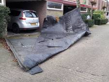Dakbedekking los door storm in Vught; bewoners hoeven niet hun huis uit