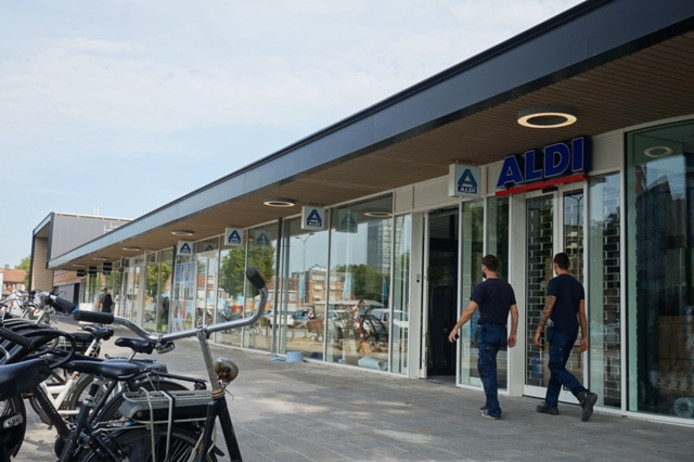 De Aldi naast de AH XL.