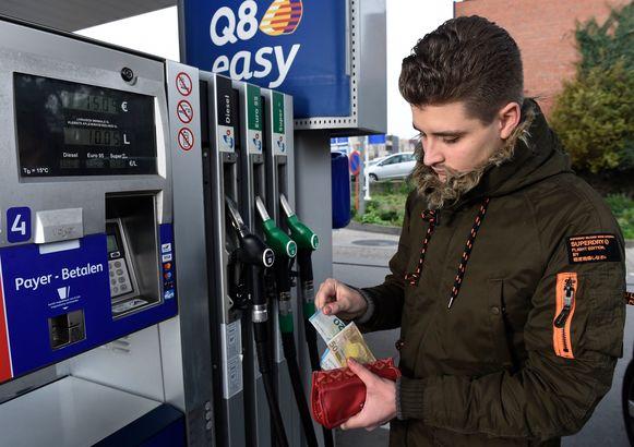 Diesel is duur door de hoge accijnzen