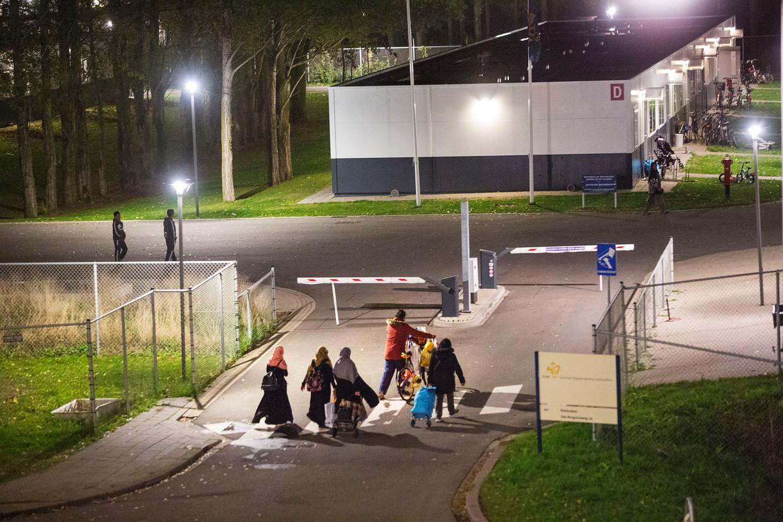 Oktober 2018: De Rotterdamse burgemeester Aboutaleb grijpt in bij asielzoekerscentrum Beverwaard. Migranten uit veilige landen, zoals Marokko en Tunesië, zijn tijdelijk niet welkom in het azc.