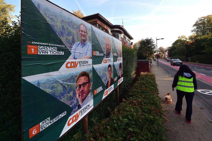 Verkiezingsborden in het Belgische Essen. De Belgen gaan zondag naar de stembus om nieuwe gemeenteraden te kiezen.