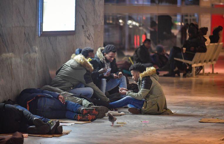 Vluchtelingen aan het Brusselse Noordstation. (archieffoto)