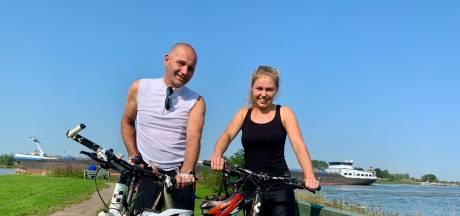 Lisanne fietst samen met haar vader een rondje op haar verjaardag: 'Zouden we vaker moeten doen'