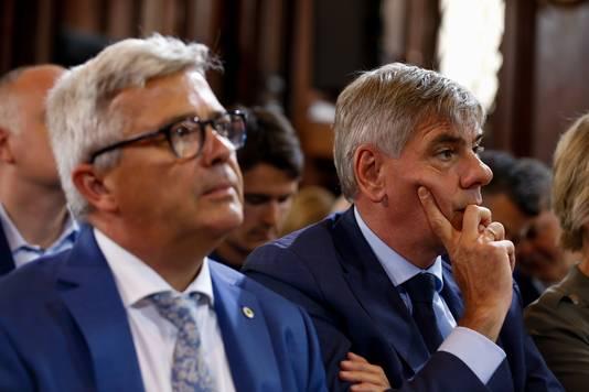 Kris Van Dijck et Filip Dewinter (Vlaams Belang), son remplaçant à la tête du Parlement flamand.