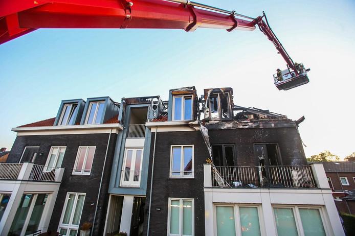 De brand in appartementencomplex d'Esdoorn in Liessel zorgde zondagnacht voor flink wat schade.