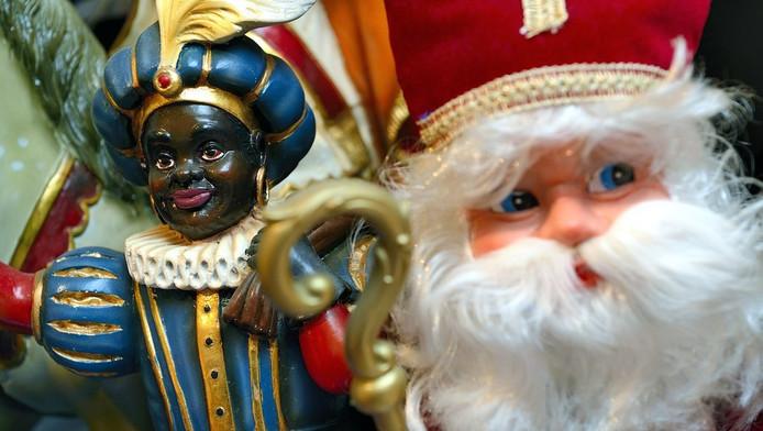 Poppen van Sinterklaas en Zwarte Piet in het Sinterklaasmuseum