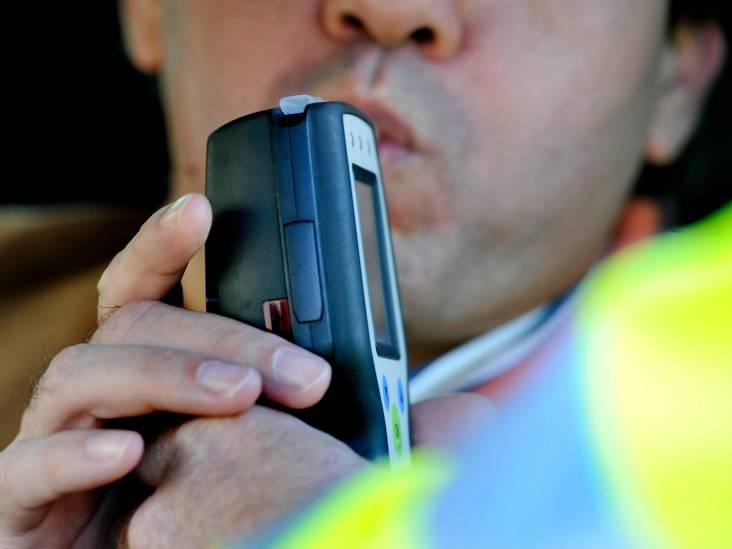 Automobilist met slok op denkt op velg terug te kunnen rijden in Gemert