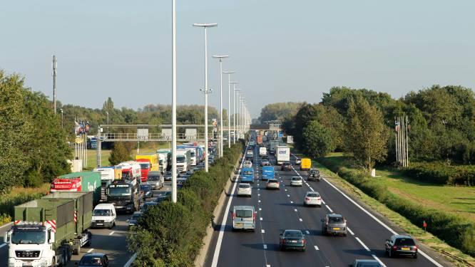 """Mobiliteit neemt weer toe: """"Blijf thuiswerken en uw sociale contacten beperken"""", waarschuwt Van Gucht"""