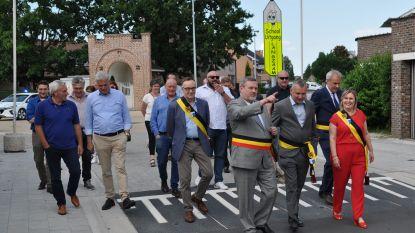 Sint-Martensommegangstraat feestelijk geopend door gemeentebestuur