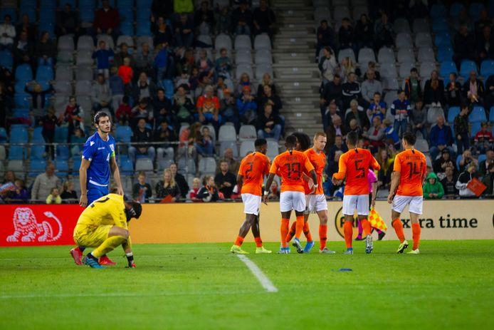 Jong Oranje - Jong Cyprus vorig jaar. De ploeg van bondscoach Erwin van de Looi won met 5-1 op de Vijverberg.