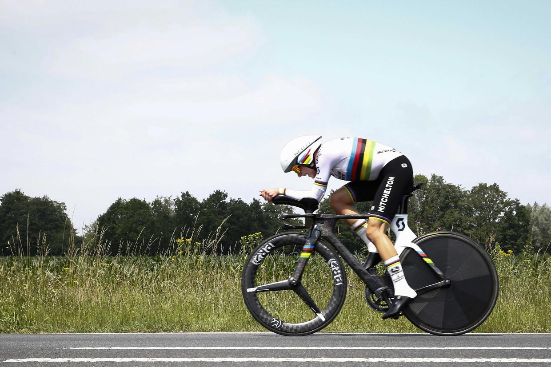 Annemiek van Vleuten woensdag tijdens haar rit op het NK tijdrijden.
