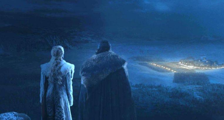 Jon en Dany kijken hoog en droog toe hoe het gevecht verloopt.