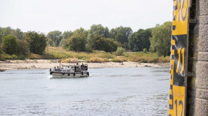 Laag water bij de John Frostbrug in Arnhem.