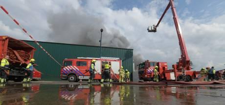 Zeer grote brand Nijmegen onder controle: 'Zoek frisse lucht bij last van de rook'