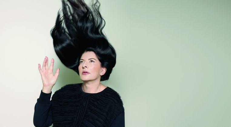 Marina Abramovic noemt zichzelf 'de grootmoeder van de performancekunst'. Een groot deel van haar kunst ontwikkelde zij in Nederland: 'Ik hou van de HEMA. Zo fris en betaalbaar. Ik hou van hun eenvoud en neem altijd iets mee naar huis' Beeld Marte Visser