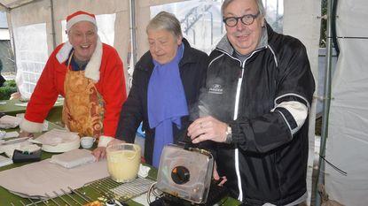 Gemeente bakt bijna 3.000 wafels voor goede doel