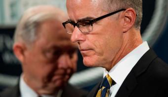 Justitieminister VS ontslaat tweede man FBI twee dagen voor zijn pensioen