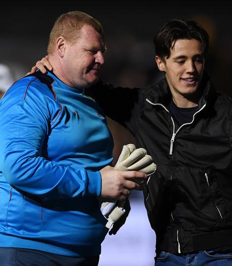 Sutton zet verdediger onder de lat na ontslag etende doelman Shaw